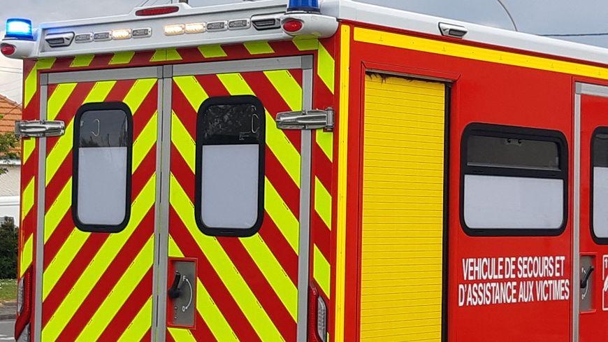 Un poids lourd se couche dans un rond-point à Roquemaure, le chauffeur est blessé